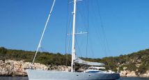 Luxury sailing yacht in dubai